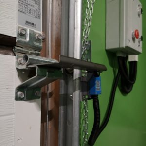 Монтаж привода промышленных секционных ворот